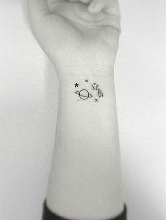 mini tatuagem espaço