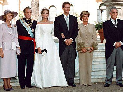 infanta Cristina de España e Iñaki Urdangarin despues de la ceremonia con su padres los Reyes de España y Juan y Claire Urdangarin