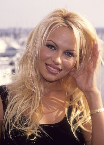 Pamela Anderson - Google keresés