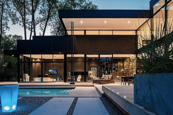 SLEEK AND CHIC 44 BELVEDERE RESIDENCE IN ONTARIO CANADA