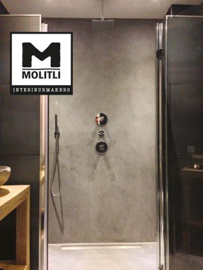Molitli interieurmakers badkamer een prachtige mix van betonstuc oude bouwmaterialen en een - Wandbekleding voor wc ...