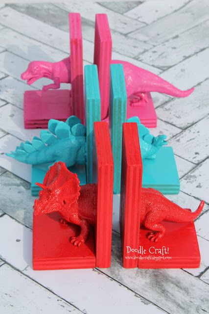 Dinosaur Bookends with Hot Glue!  Upcycle old plastic kid toys and some pieces of wood...as well as hot glue and spray paint to make statement bookends!