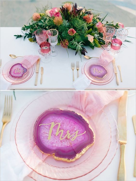 Agate place settings are a perfect way to add some color to your wedding tables.: