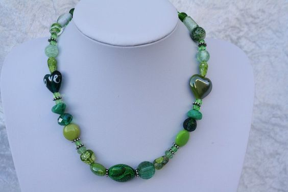 Ketten kurz - Kette grün weiß Perlen Schmuck Herz love - ein Designerstück von…