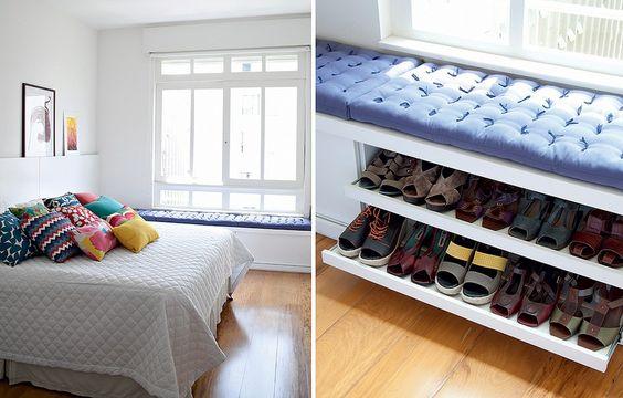 A equipe do a:m studio de arquitetura criou o baú que aproveita a área embaixo da janela deste quarto. A peça guarda os sapatos da moradora: