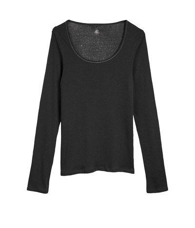 A surprisingly sophisticated layering piece, this works well under a dress shirt—or even a dress.  T-shirt femme manches longues en coton léger PETIT BATEAU