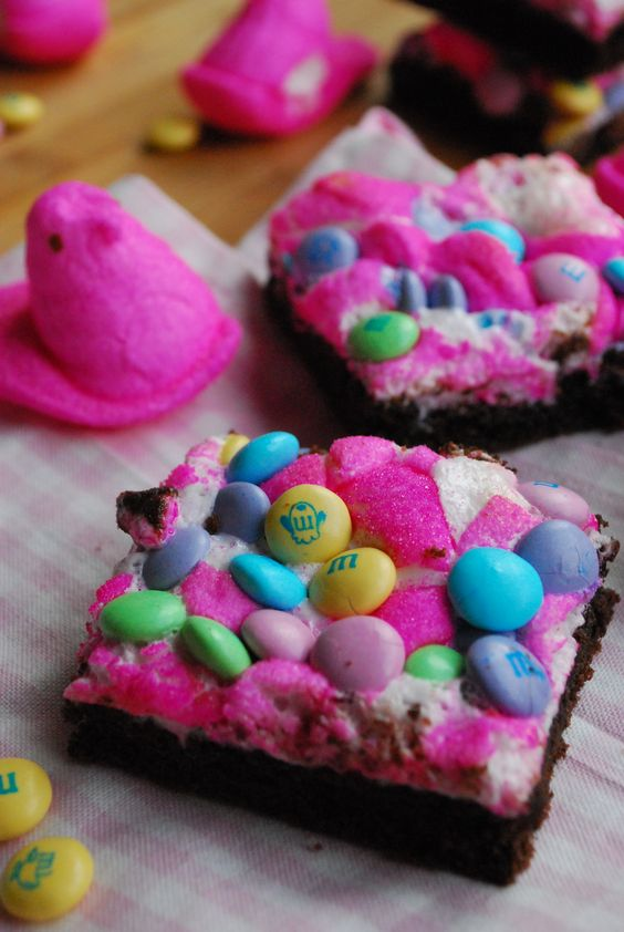 Peeps Candy Brownies: since Peeps have gelatin in them, I'd use marshmallow fluff and sugar sprinkles (:: Easter Peep, Candy Bars, Bars Spring, Peeps Bars, Peeps Brownies, Easter Brownie