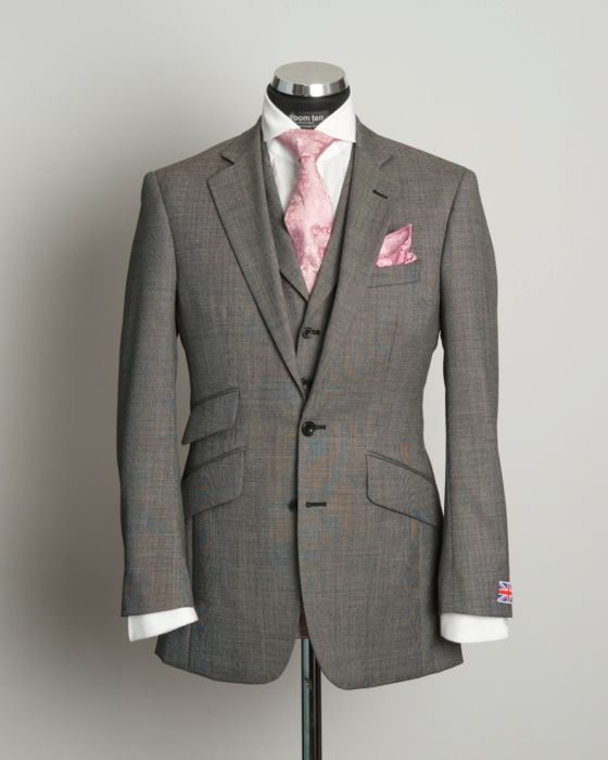 Klassischer Grauer 3 Teiliger Hochzeitsanzug Spritz Ein Bisschen Farbe Mit Rosa Krawatte Und Einste Gray Groomsmen Suits Wedding Suits Men Mens Wedding Attire