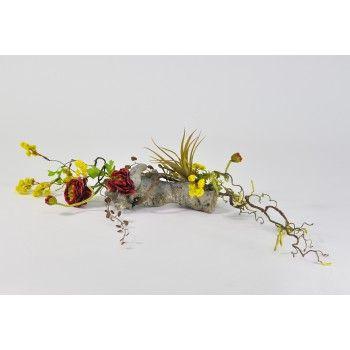 Une composition florale artificielle composée de saule chaton, de ...