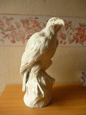 Grand aigle en porcelaine de Paris 19ème signé