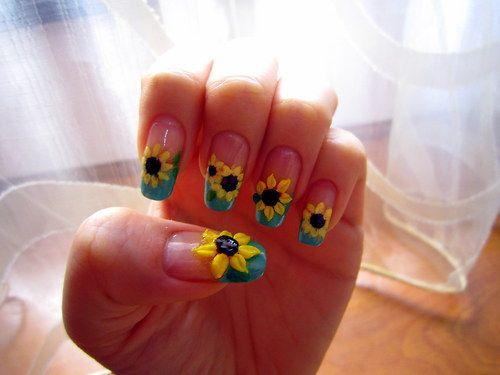 First time attempting 3D nail art. The monomer smelled really strong and it took me forever to play around with the 3D powder o__o This sunflower design was inspired by a youtuber's nail tutorial :)