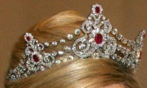 Maxima Diamant & Robijn Tiara 12
