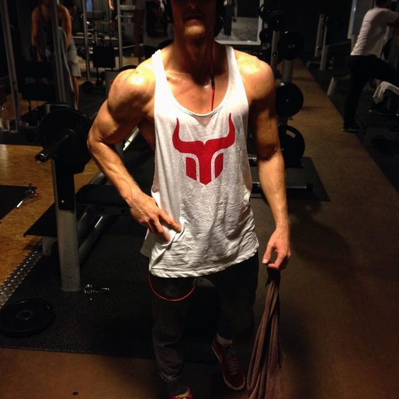 Guten Morgen ihr lieben !!! Gestern richtig geil die Schultern gepumpt aber freue mich extrem auf das pull Workout heute Abend  was steht bei euch an ? Motivation ?    @rodi_sahin  @fm_fitness  @erayaesthetic  @nicolas_krause  @the_sparta300  @jay_nandes88  @bollyboygermany  @aliaslanofficial  @constantin_bodyshooter #motivation #fitnessmodel #probroarmy #ga_army #athletic #shredded #gym #aesthetic #ripped #gymlife #squat #bodybuilding #lowcarb #fitspo #machdichwahr #gains #probro #strength…