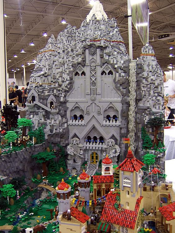 MOC of the Dwarf kingdom Erebor from The Hobbit @ Brickfair 2013 #thisisamazing #iwantone