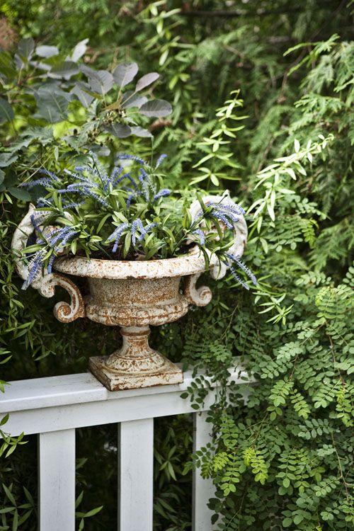 very nice rustic looking planter.