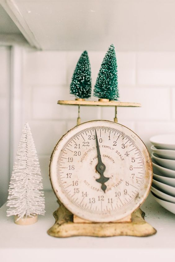 8 Simple Holiday Decorating Ideas #theeverygirl