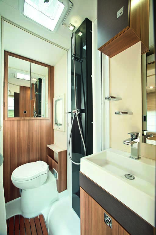 la salle de bain du camping-car challenger 100. the bathroom of