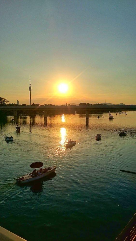 Sonnenuntergang an der Alten Donau in Wien...