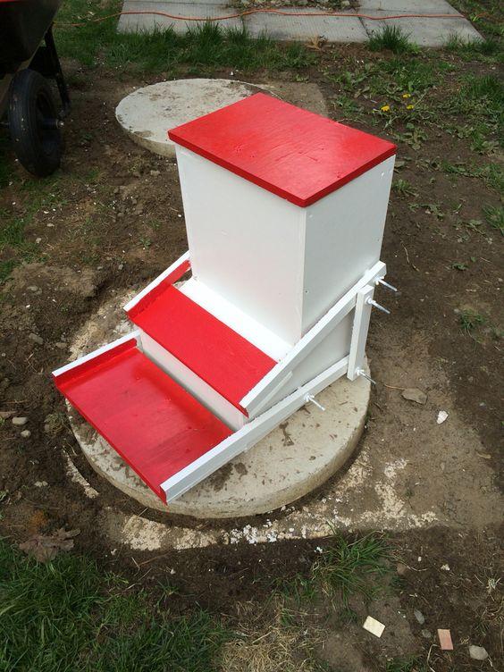 mangeoire pour nos poules poulailler projet pinterest. Black Bedroom Furniture Sets. Home Design Ideas