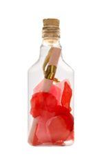 Romantische huwelijksuitnodigingen in een fles. Plastic plat flesje met kurk gevuld met mix van rozenblaadjes rood/roze. De uitnodiging wordt geprint op perkament roze papier opgerold en vastgebonden met goudkleurig lint.   Andere combinaties qua kleuren altijd mogelijk.