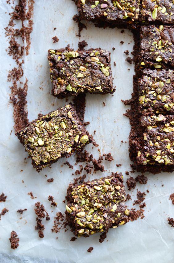 A Cozinha da Ovelha Negra: Brownies de chocolate negro e pistachos {vegan}