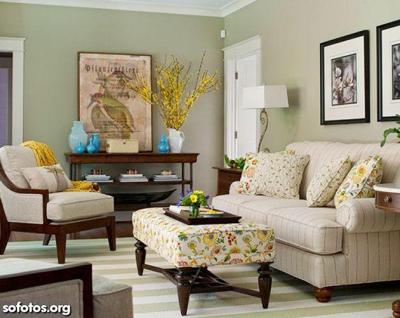 Sala Verde, Sofa bege, piso listrado