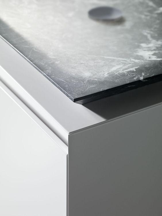 Minimal. GLAM Bathroom // shape-material-marble-minimalist-detail