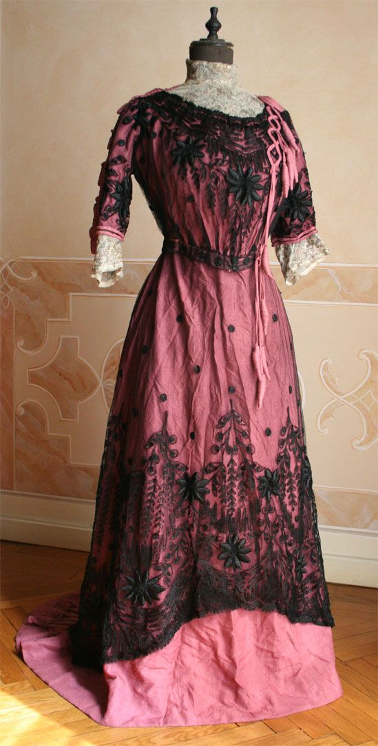A gown from 1909 made by Marshall and Snelgrove in the English spa town of Harrogate.
