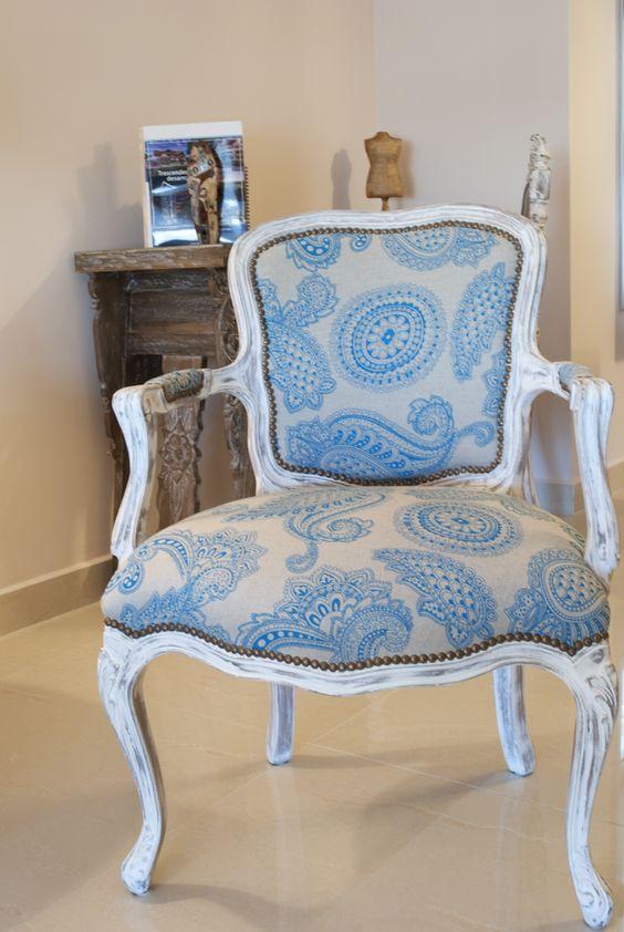 Bella poltrona Luis XV restaurada y patinada en blanco tapizada en ...
