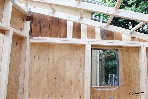 Diy小屋作り5 外壁漆喰塗装と窓枠作り 小屋再利用の板壁がお気に入り Neige 手作りのある暮らし 小屋作り 小屋 小屋diy
