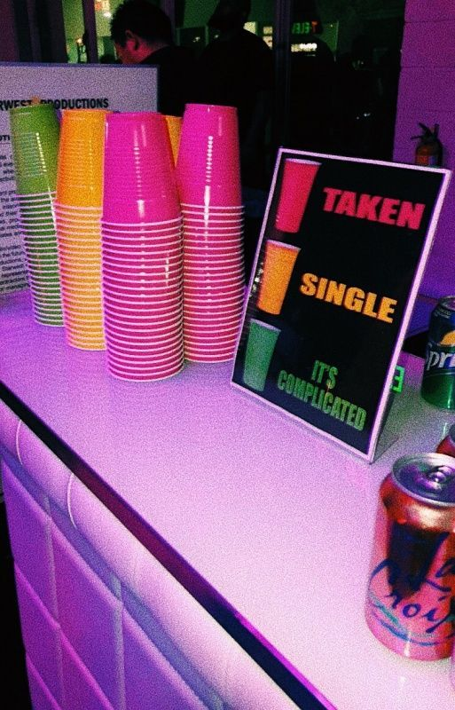 single taken its complicated party cups