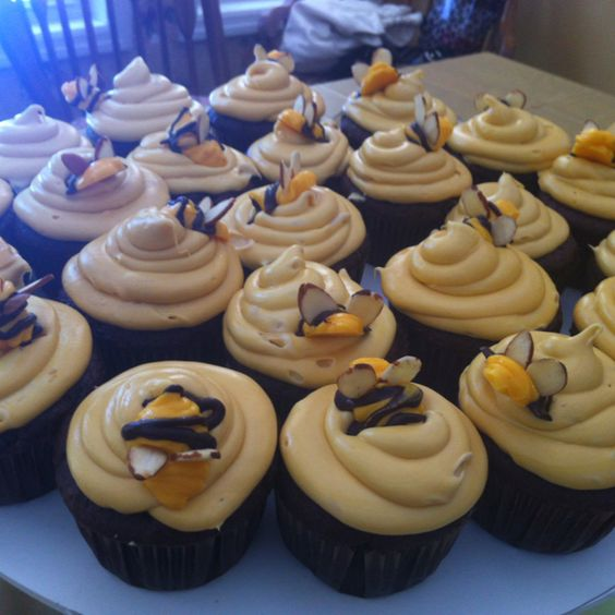 Bumble Bee cupcakes! #Cupcakes #Bee