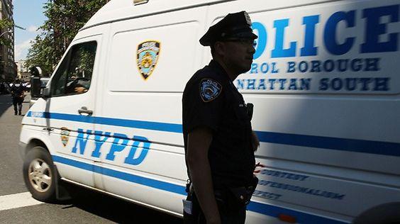 Video: Joven es golpeado por la policía de Nueva York sin saber por qué
