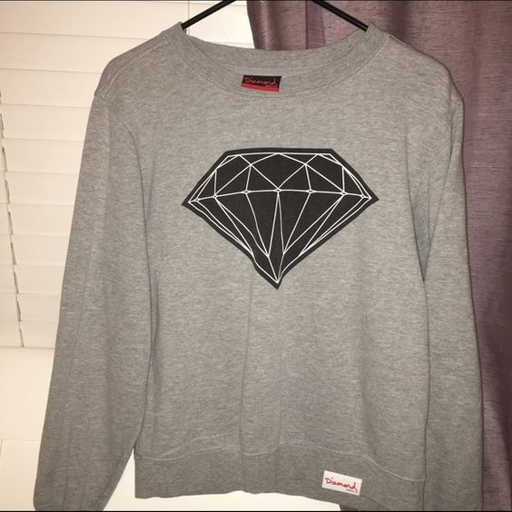 Diamond Supply Co. Women's Crewneck Only worn a few times! practically brand new! no stains...not stretched out..super comfy & warm. I'm a medium but it's a small diamond Sweaters Crew & Scoop Necks