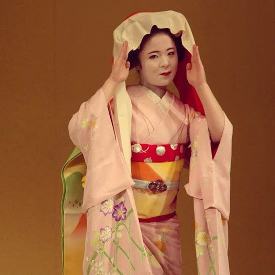 Geisha  #japan #kyoto #geisha #gion #travel #life #travelblog #rmdrk #rmdrake #picoftheday #potd #people #delhiblogger #world #traveldiaries #amazing #japandiaries #travelandlife #pupuru #japantravel #MeetMeJapan