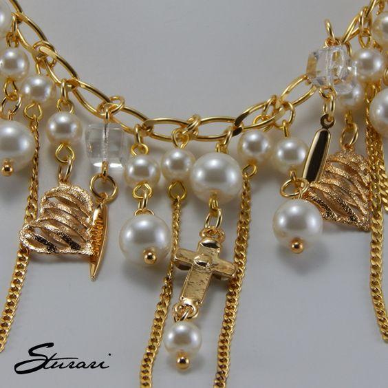 Colar longo dourado com pérolas branca e cristais brilhante, confira em http://www.sturari.com.br/colar-longo-dourado-perolas-branca-cristais-brilhante.html