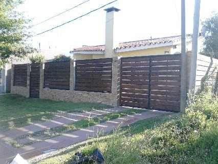 Rejas portones cerramientos perimetrales hierro y for Modelos de portones de hierro y madera