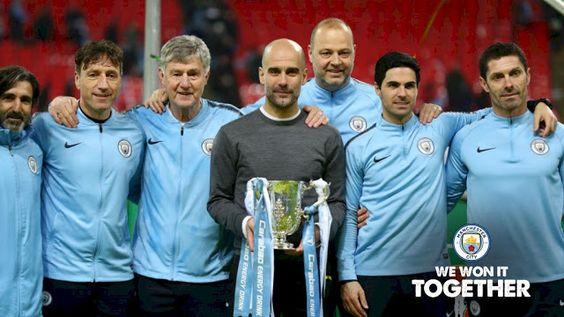 أحصل على مجموعة صور لاعبين بتوقيعهم من نادي Manchester City مجانا حتى باب منزلك Manchester City Manchester City