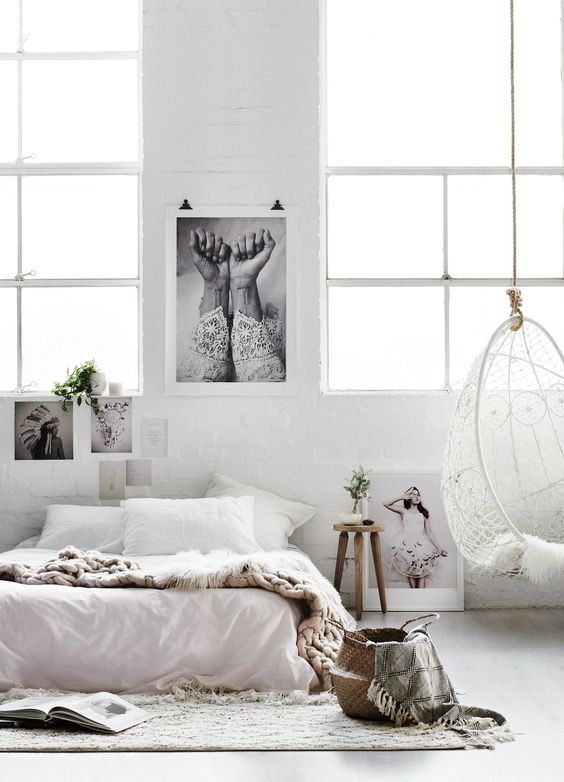 Bedroom decor with bohemian style and neutral interior design. Photo and design by Hannah Lemholt. #bohemian #bedroomdecor #rusticdecor #minimal #modern #swing