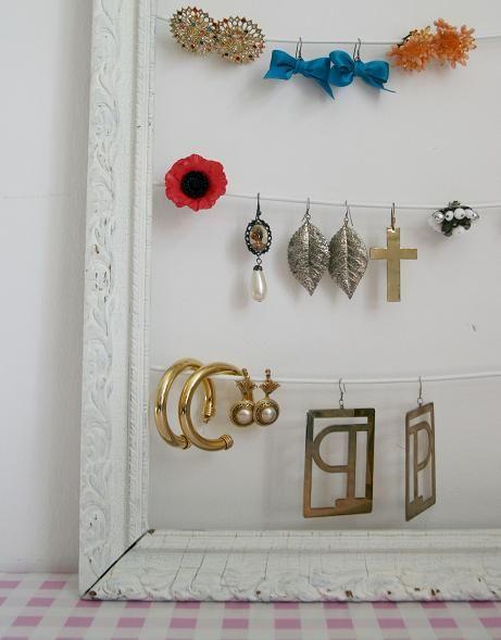 Earings' frame