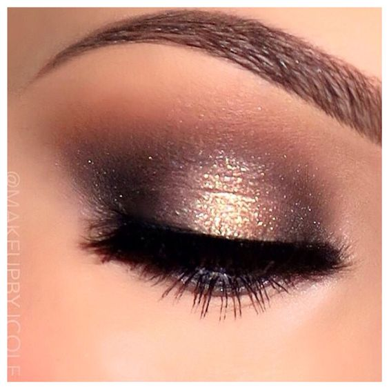 Got to be my all time favorite look on the eyes. So easy when you use MAC pro longwear paint pot in color Chilled On Ice. Just darken inter & outer corners with eyeshadow shadowy lady or mystery. Crease is soft brown & red brick blended with a 224 mac brush More