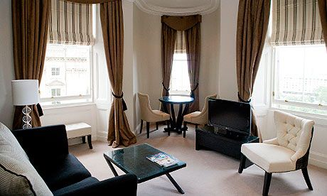 10 Best Budget Hotels in Edinburg: Fraser Suites - Though it's aimed at corporate visitors with its long-stay deals, in-house restaurant, gym and self-catering facilities, Fraser Suites is an equally good option for tourists who want a bit more independence than the usual hotel experience allows. The 75 bedrooms look as though the owners have gone wild in the John Lewis furnishings department, but they're comfortable and practical. Even the cheapest rooms come with a fridge and microwave…