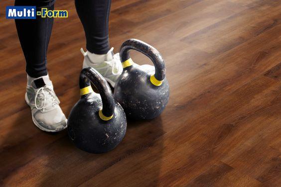 Wodoodporne Panele Laminowane Vin In Doskonale Zda Egzamin Nawet W Silowni Odporna Na Wstrzasy I Wode Podloga W Odcieniu Dab Frank Sneakers Shoes Kettlebell