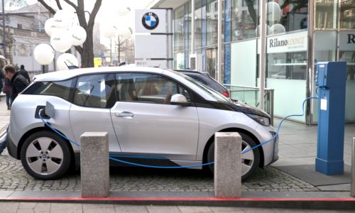 3 Challenges to Overcome to Grow the EV Market | EcoWatch A BMW i3 electric car gets a charge. The vehicle is a hot new model expected to sell well, but the EV market can only reach its potential wi...