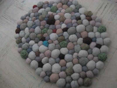 Felted stone rug: