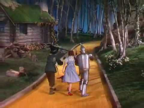 Dorothy singing Somewhere Over The Rainbow