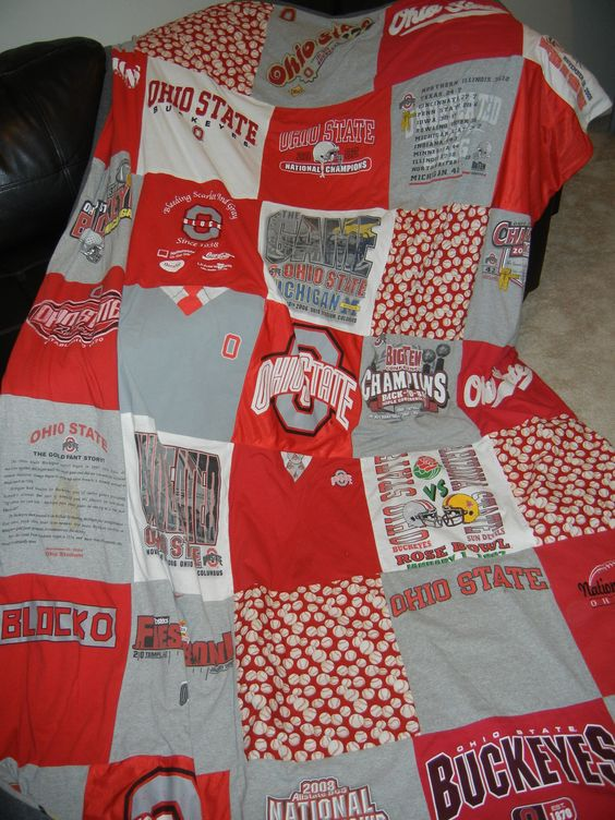 I made this Ohio State University t-shirt blanket for my boyfriend for his birthday last year ...