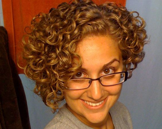 Unique Short Hairstyles: Geeky Curls Styled In An Elegant Mass Of Tight Curls This