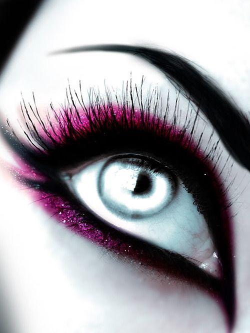 lined eye