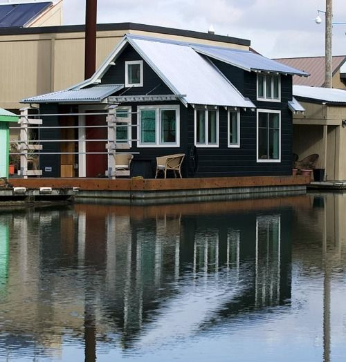 Floating homes and home on pinterest for Portland floating homes